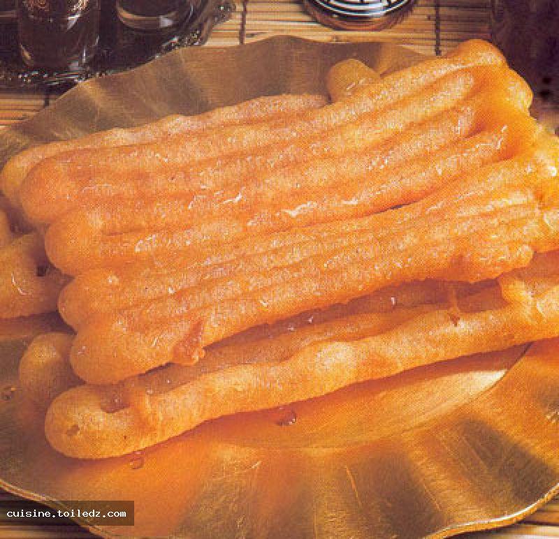 http://cuisine.toiledz.com/recipes_images/large/zlabia_de_boufarik.jpg